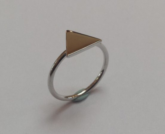 18ct. White gold triangle engagement ring