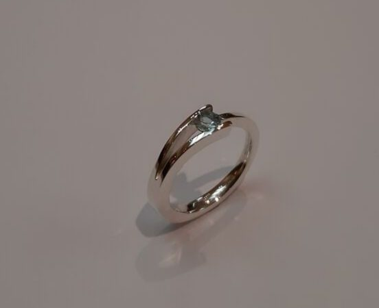 STERLING SILVER & AQUAMARINE RING